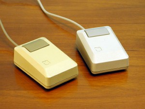 wkipedia.org-Apple_Macintosh_Plus_mouse-86