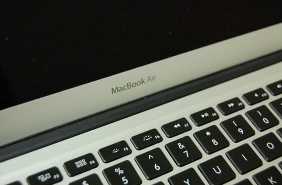 macbook-air-2013-pantallanegro-0