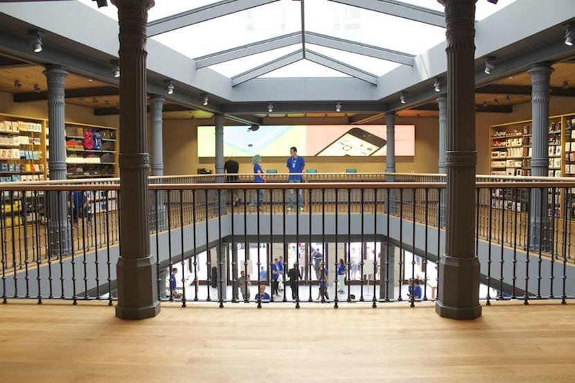 Apple-Store-Puerta-del-Sol-interior
