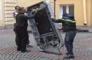 """Retiran un monumento a Steve Jobs de la Univ. de San Petersburgo bajo el argumento de que contribuye a la """"propaganda gay"""""""