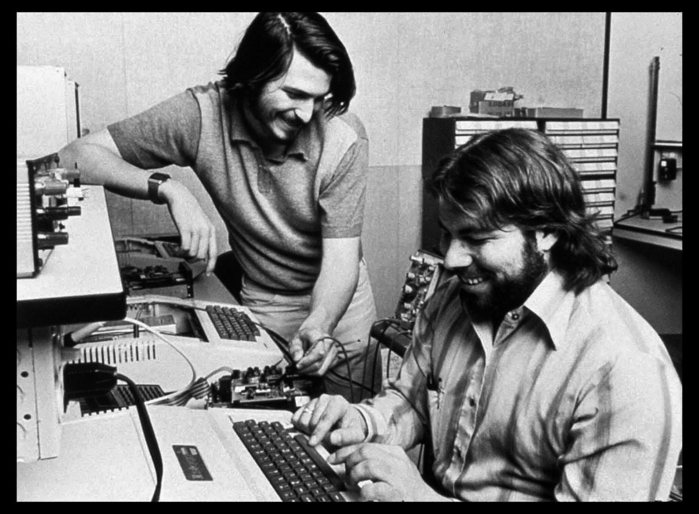 Apple Computer wurde 1976 von Steve Jobs (links)...