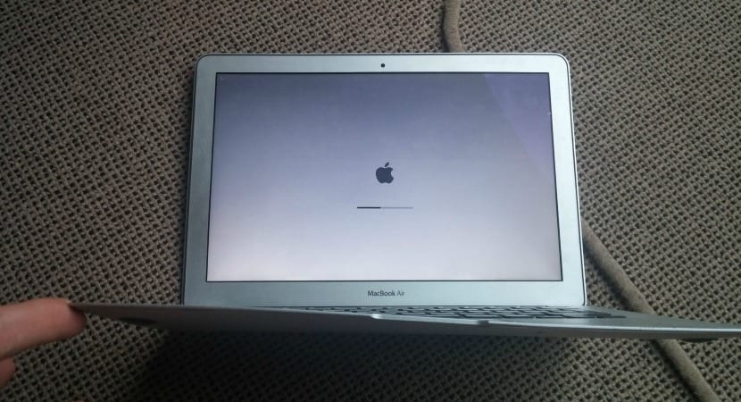 MacBook-Air-caída-avión-3
