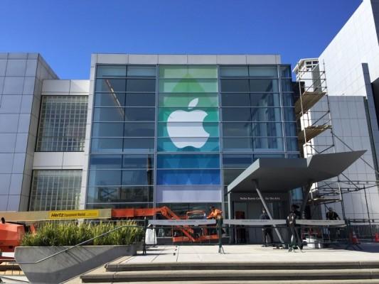 Apple decora con carteles el Yerba Buena Center para el Evento del Apple Watch