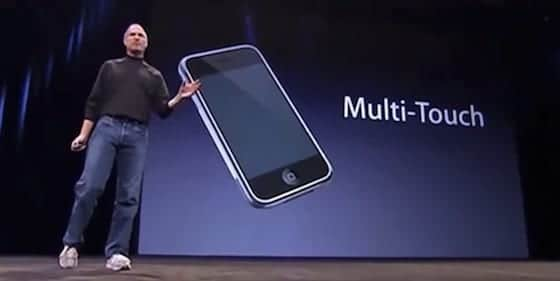 Steve Jobs presenta el iPhone