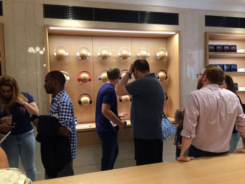 apple-store-upper-side