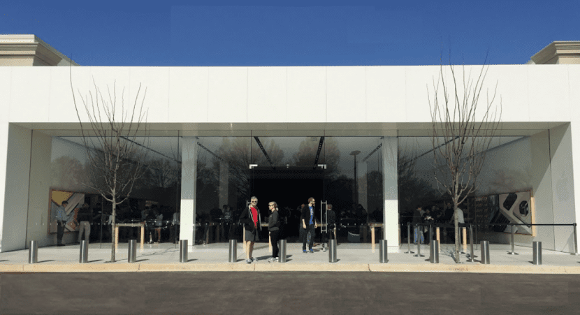 Apple Store Memphis-pantalla gigante-0
