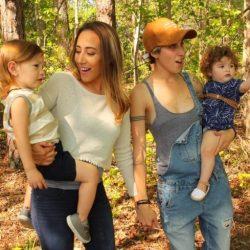 Apple retira a una pareja de lesbianas de su vídeo del Día de la Madre en Francia y otros países
