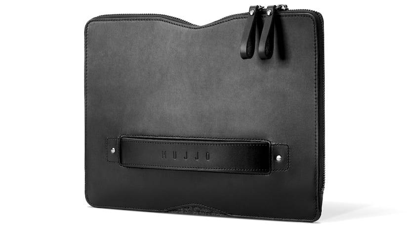 Carry-On-MacBook-01