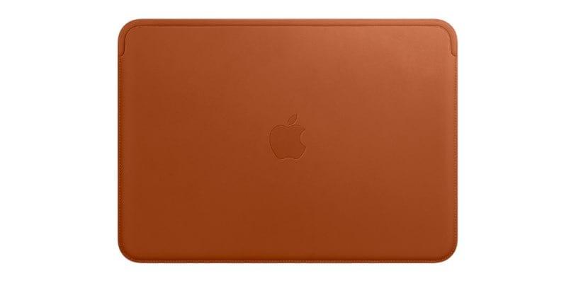 Funda piel para MacBook color marrón caramelo