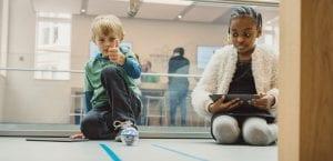 Niños participando Hora del Código en Apple Store
