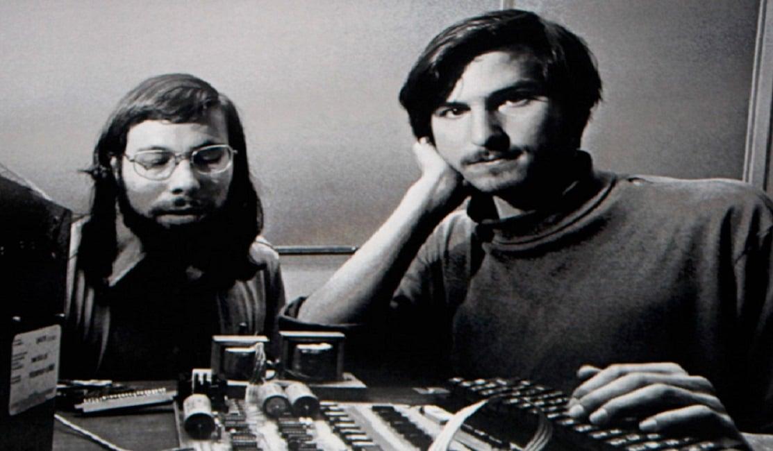 Steve Jobs junto a Wozniak