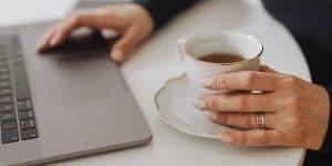 cafe y MacBook
