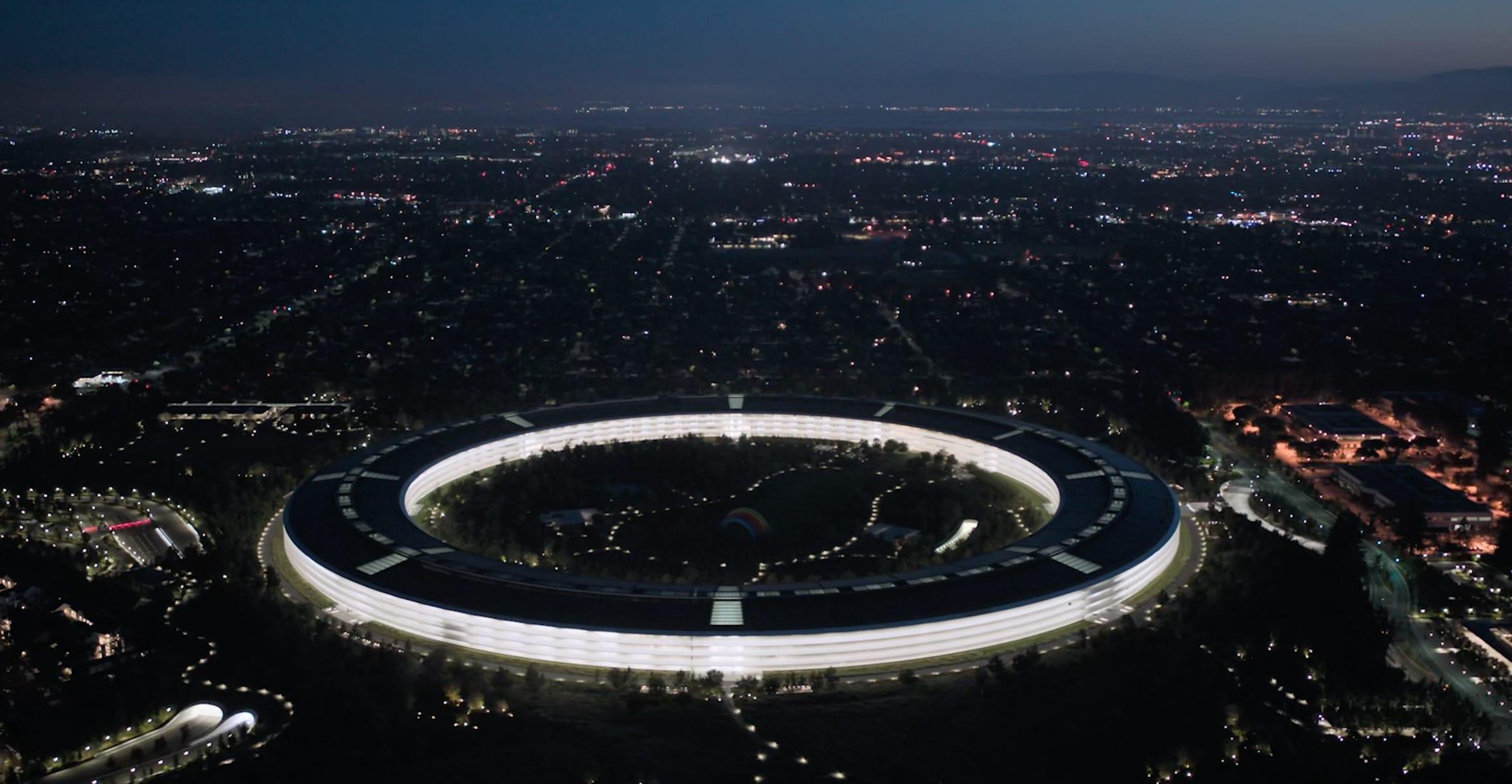 Apple Park de noche