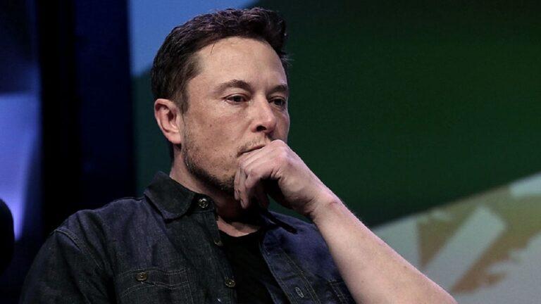 Elon Musk critica a Apple